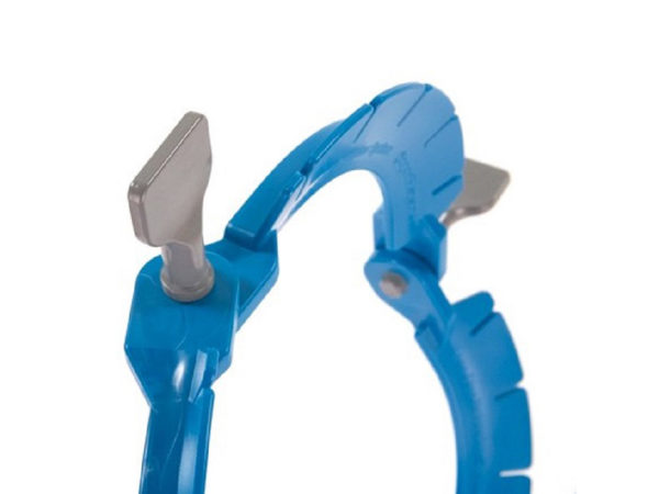 Lone Star Retractor Close Up